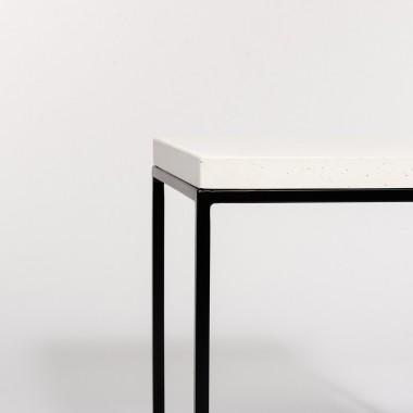 Beistelltisch aus Beton und Stahl weiß