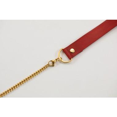 Handykette aus Metall mit Lederriemen und abnehmbarer Tasche, rot/gold