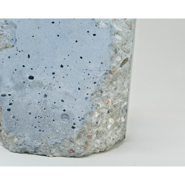 lj lamps alpha demolished blau tischleuchte aus beton. Black Bedroom Furniture Sets. Home Design Ideas