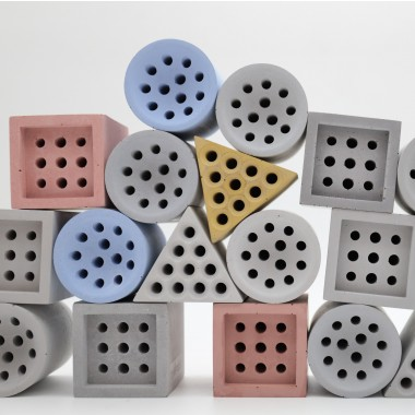 beehaus - Bienen-Hotel und Nisthilfe aus Beton im Bauhaus-Design von Grellroth, Quadrat