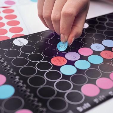 dot on maxi / Monatsplaner 2020 – mit über 700 Klebepunkten in 12 Farben