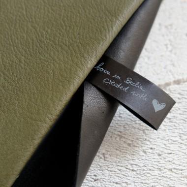 MacBook Skin aus olivgrünem Leder