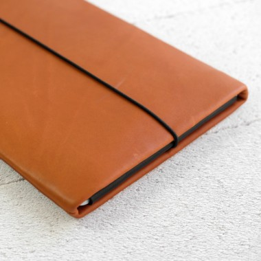 MacBook Sleeve aus braunem Leder