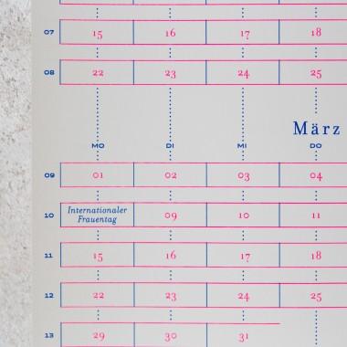 Days & Dots 2021: zweiseitiger Siebdruck-Wandkalender inkl. Aufhängung
