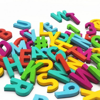 Set mit 200 modernen Magnetbuchstaben, Zahlen & Sonderzeichen. EIN HORN!