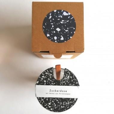 objet vague / Terrazzo Großes Glas mit Holzlöffel & schwarzem Deckel