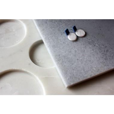 Skelini - Geometrische Porzellanohrringe weiß und cobaltblau
