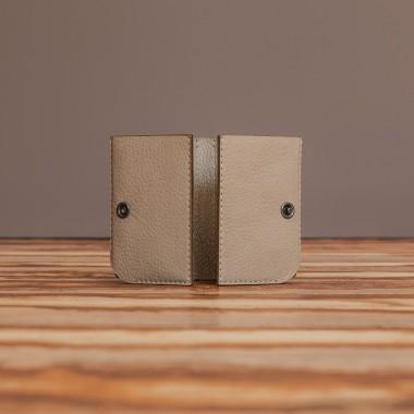 LEDERJUNGE – Kreditkartenetui »KEITH« aus Rhabarberleder (sand)