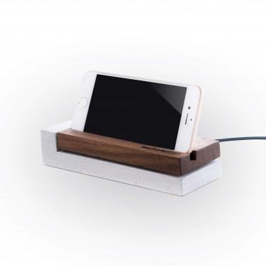 Ladestation für iPhone aus Nussbaum und Beton
