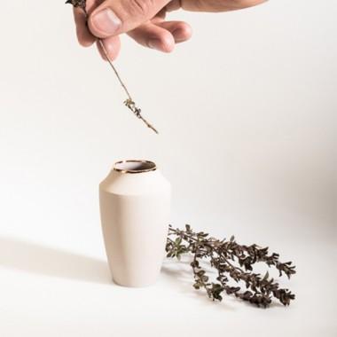 """Mini-Vase Puck"" mit Goldrand – studio.drei"