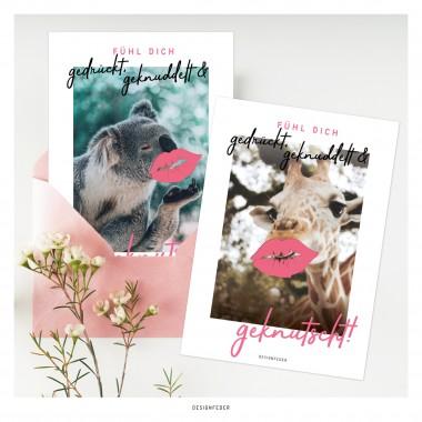 designfeder | Postkarte Fühl dich gedrückt, geknuddelt und geknutscht (Giraffe)