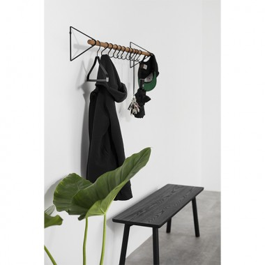 SOLID Flurgarderobe in Schwarz (geölte Eichenholzstange) mit schwarzen Haken | Result Objects