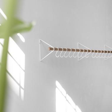 SOLID Flurgarderobe in Weiß mit weißen Haken   Result Objects