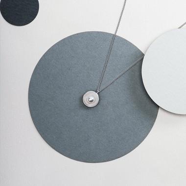 SoP-Anhänger mit Perle und Kette – studio.drei