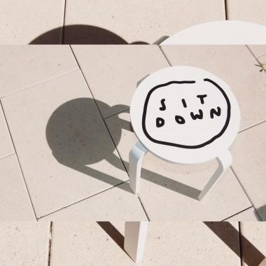 SIT DOWN Hocker - Johanna Schwarzer