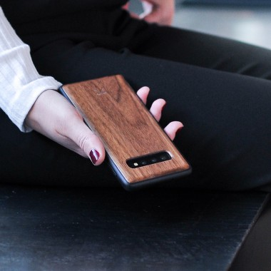 Woodcessories - EcoBump - Premium Design Hülle, Case, Cover, Schutzhülle für das Smartphone aus FSC zertifiziertem Walnuss Holz (Samsung S10 Plus)