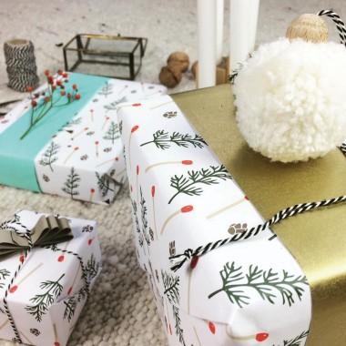 3 Bögen Geschenkpapier, Motiv Streichhölzchen