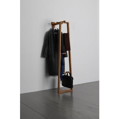 TB.13  Kleiderstander