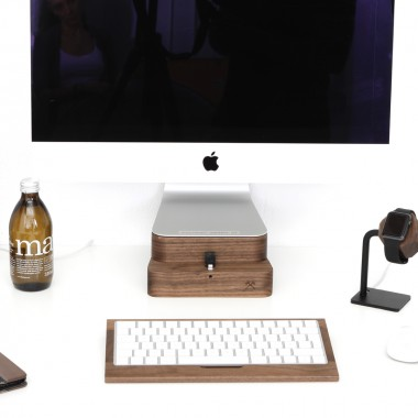 "Woodcessories - EcoFoot Dock Edt. - Premium iMac Stand + iPhone Dock für den Apple iMac & alle iPhones aus massivem Holz (iMac 21,5"", Walnuss)"