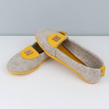 MEIN EIN & ALLES Hausschuhe für Damen aus Merino-Wolle und Bio-Leder in Gelb