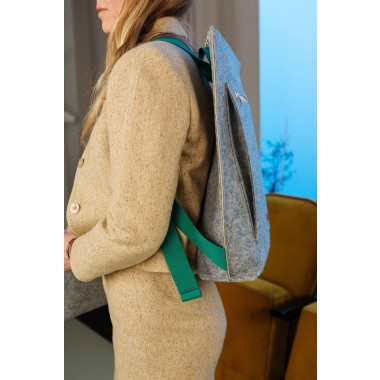 RÅVARE Mittelgroßer schlichter City-Rucksack aus Filz, federleichter puristischer Rucksack im skandinavischen Stil