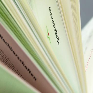 Gartentagebuch, schwarz, immerwährender Kalender, Gartenchronik und Notizbuch für Hobbygärtner