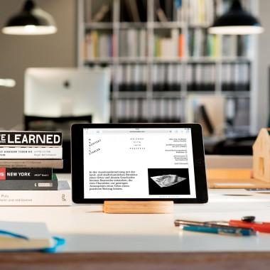klotzaufklotz Tablet-Ständer Multiplex Nussbaum