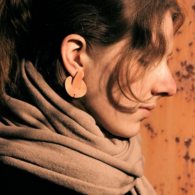 Laura Stolz / Ohrringe aus Naturleder und 925 Silber // Saturn / beige