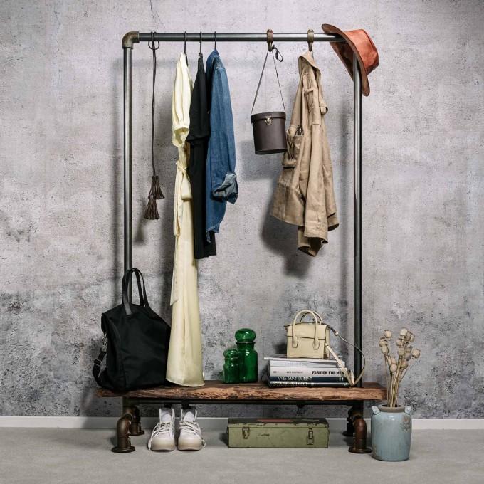Von Heilig – Vintage Kleiderständer aus historischer Eiche und Stahl