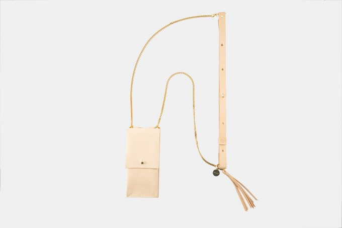 Lapàporter – iPhone Handykette aus Metall mit Lederriemen und abnehmbarer Tasche, natur/gold