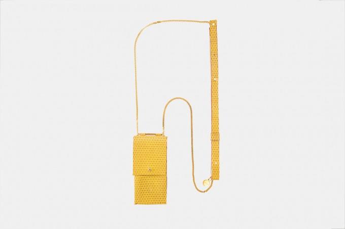 Lapàporter – iPhone Handykette aus Metall mit Lederriemen und abnehmbarer Tasche, senfgelb/gold