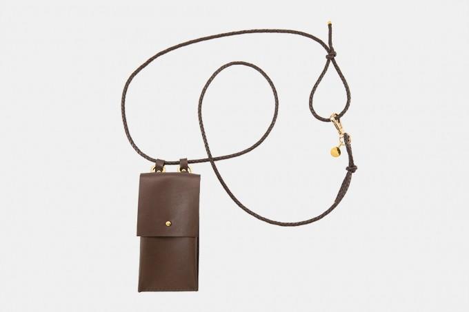 Lapàporter – iPhone case zum Umhängen mit geflochtener Lederkordel und abnehmbarer Tasche, dunkelbraun/gold