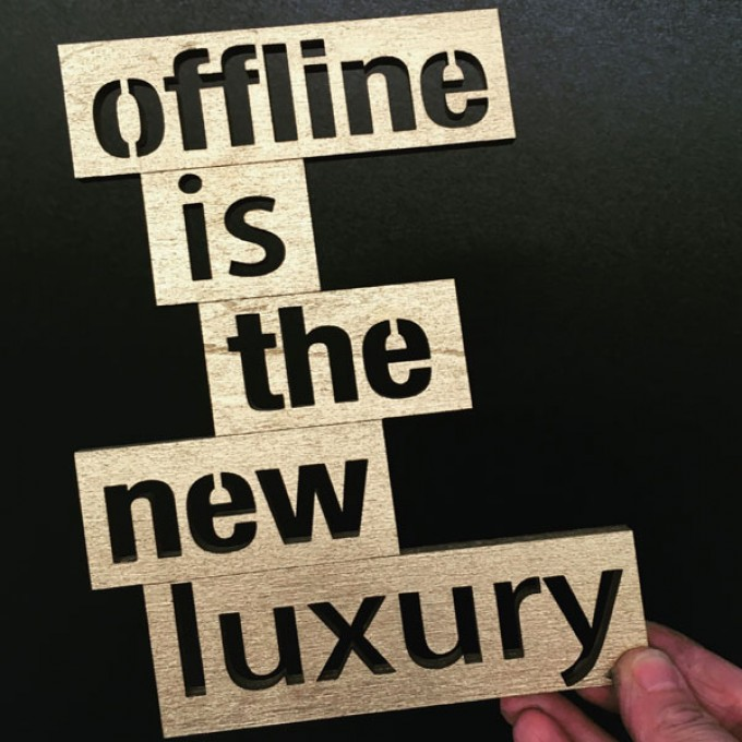 NOGALLERY offline is the new luxury - Deko Schriftzug Holz