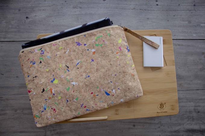 Kork-Laptop Hülle mit Farb-Akzenten, vegane MacBook Tasche 15 - 16 Zoll, wasserabweisend BY COPALA