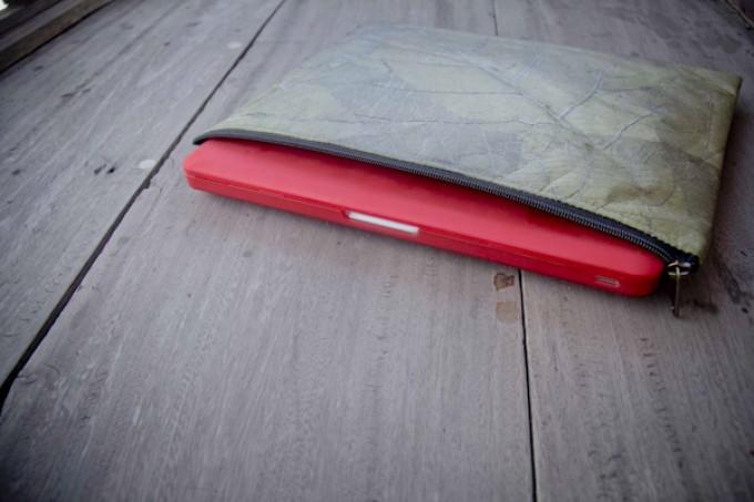 Laptop Hülle aus Blättern, wasserabweisende Notebook Tasche, MacBook Case in grün, 15 Zoll BY COPALA