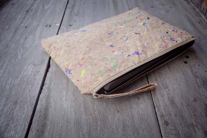 Kork-Laptop Hülle mit Farb-Akzenten, vegane MacBook Tasche 13 - 14 Zoll, wasserabweisend BY COPALA