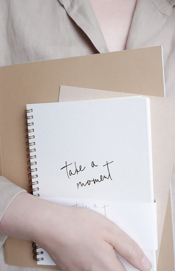 TAKE A MOMENT - A5 PLANER MIT STICKER- 2020 - Anna Cosma