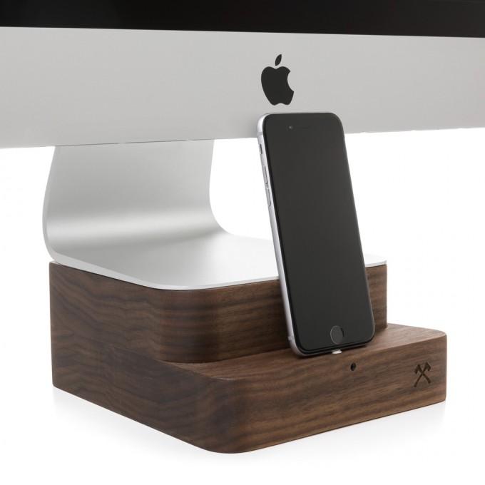 "Woodcessories - EcoFoot Dock Edt. - Premium iMac Stand + iPhone Dock für den Apple iMac & alle iPhones aus massivem Holz (iMac 27"", Walnuss)"