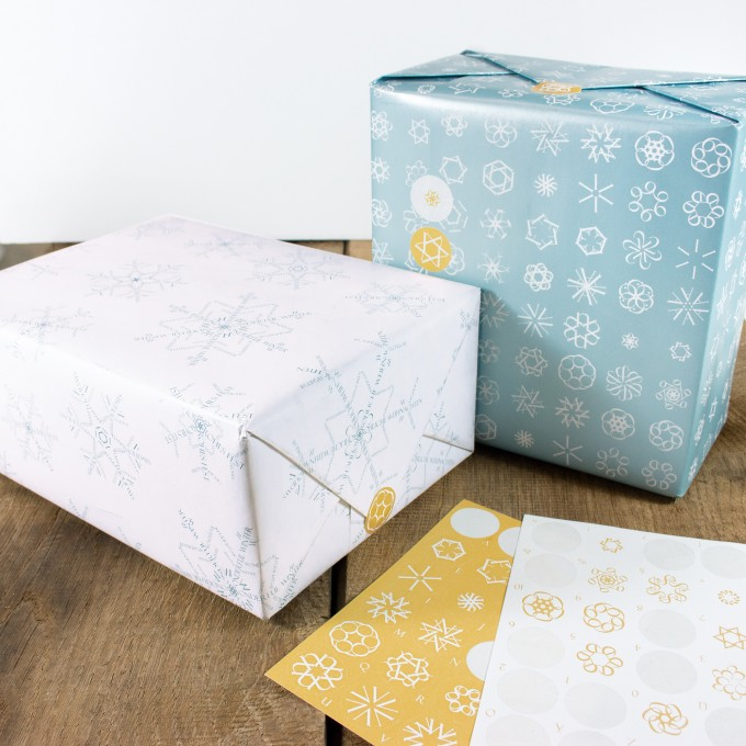 Bow & Hummingbird Schneeflocken Geschenkpapier-Set mit Aufklebern