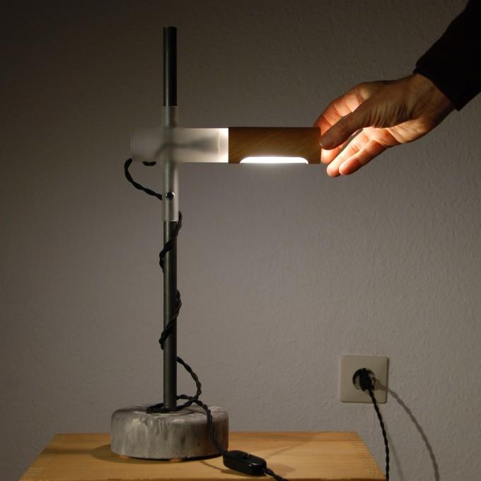 YRON Tischleuchte verstellbar - Glaskörper matt