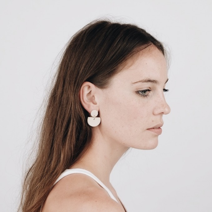 EVE + ADIS // ACUNA EARRINGS pebble grey