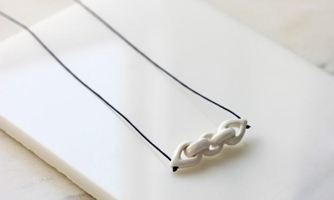 Skelini - Handgemachter Porzellananhänger Weiß