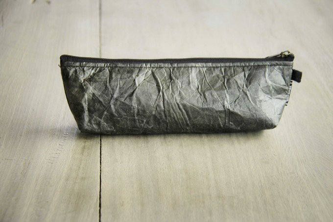 Federmappe Etui aus recycelten Blättern, laminiert (schwarz), Vegan & handgefertigt BY COPALA
