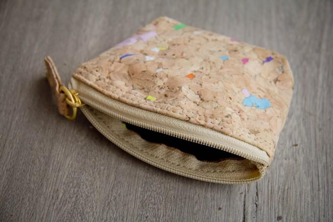 Portemonnaie aus Kork, Mini-Etui mit farbigen Akzenten BY COPALA