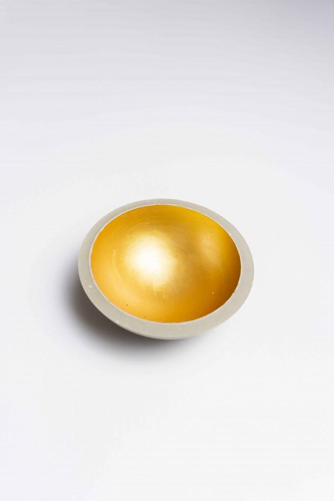 Klunkergrau Interior | Goldene Schalen aus Beton