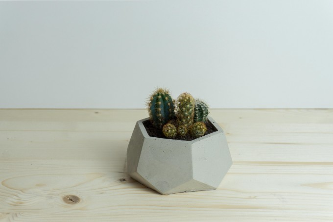 Klunkergrau Interior | Polygonaler Übertopf / Behälter aus Beton