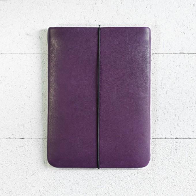 VANDEBAG - MacBook Sleeve aus violettem Leder