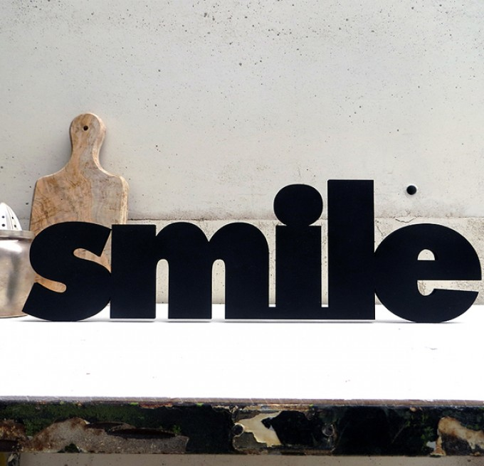 NOGALLERY smile - Deko Schriftzug Holz