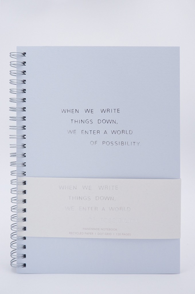 WHEN WE WRITE THINGS DOWN, WE ENTER A WORLD OF POSSIBILITY - Notizbuch - Anna Cosma