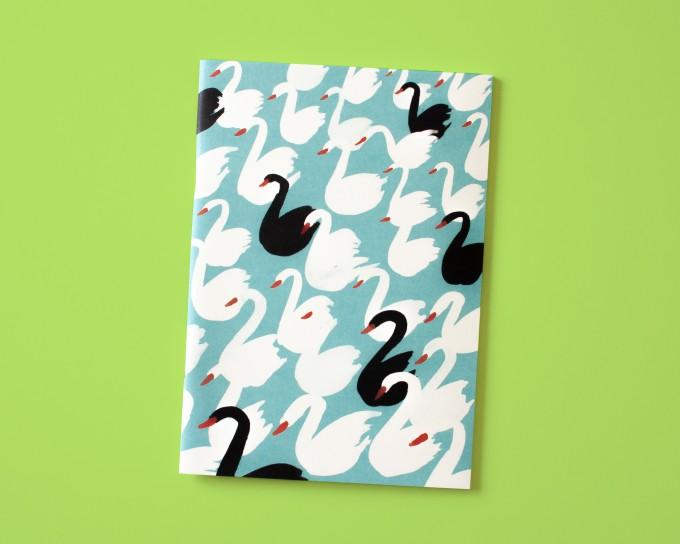 Notizheft A5 Schwäne hellblau // Papaya paper products